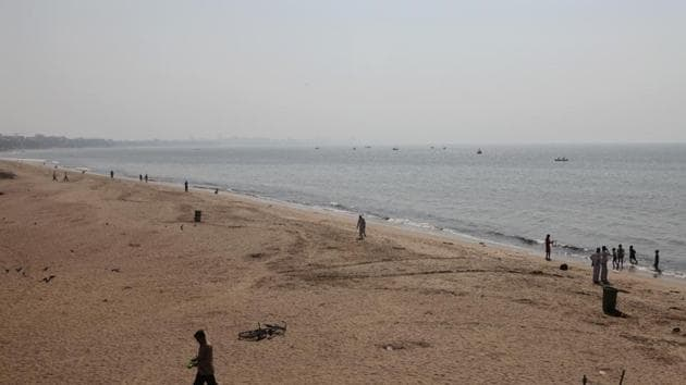 4.9 million kg of trash has been removed from the Versova Beach in 75 weeks.(HT FILE)