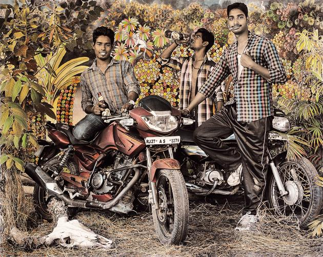 Waswo X Waswo's black-and-white shots are hand-coloured by artist Rajesh Soni.(Courtesy Tasveer)