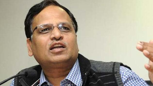 Delhi health minister Satyendar Jain has said that the AAP government will pay the medical expenses in acid attack and accident cases in private hospitals.(HT File)