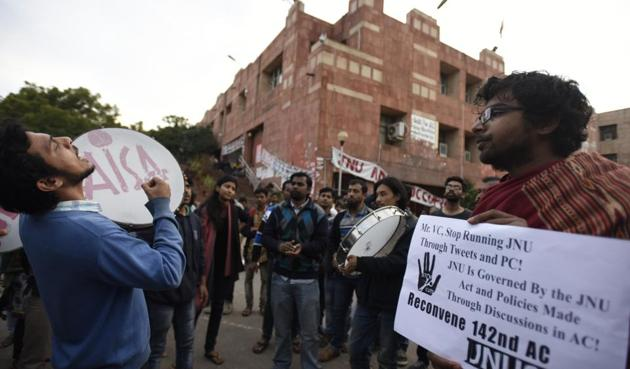 Students at JNU are protesting against the adoption of a UGC notification, which according to them will cut seats in MPhil and PhD.(Sonu Mehta/HT Photo)