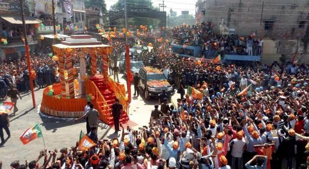 Crowd swell at Prime Minister Narendra Modi's roadshow in Ramnagar, Varanasi.(PTI File)