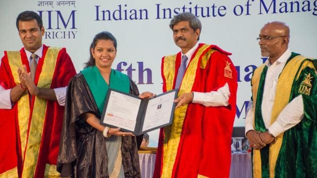 Rubal Bagde of the PGP Batch of 2017 receiving the Leela Chandrasekhara Menon Award for Outstanding PGPM Lady Student from DShivakumar, chairman & CEO, PepsiCo India Holdings Pvt Ltd.(Handout)
