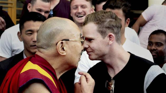 Tibetan spiritual leader The Dalai Lama meets Australian cricket team captain Steve Smith and his teammates on the eve of the last test match between India and Australia in Dharamshala on Friday.(PTI)