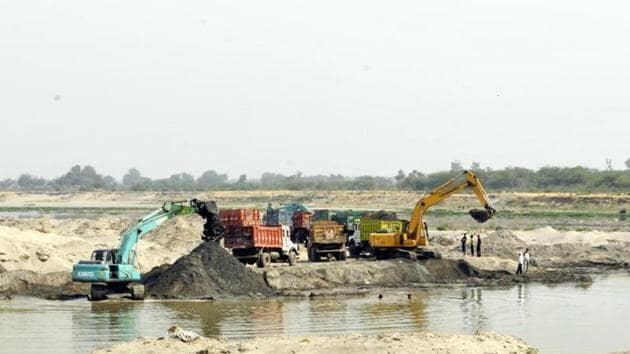 Illegal mining along the banks of rivers in Uttarakhand is a major challenge facing the new government.(HT File)