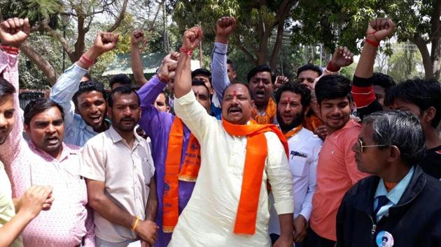 Bajrang Dal state convener Balraj Doonger along with activists of VHP and other Hindu outfits raising slogans demanding arrest of the illegal meat packaging unit owners.(Chahatram/HT PHOTO)