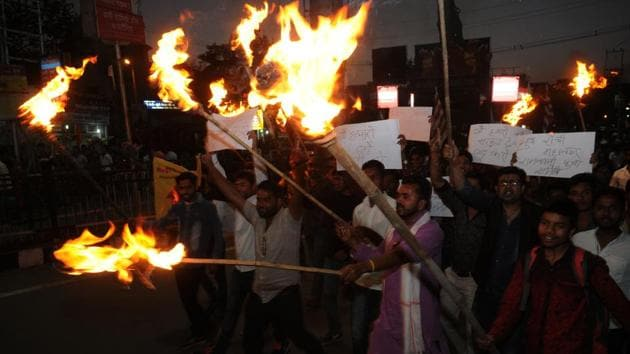 A torch light procession by Hindu right wingers in Ranchi on Sunday to demand a ban on cow slaughter and closure of slaughterhouses across Jharkhand.(HT Photo)