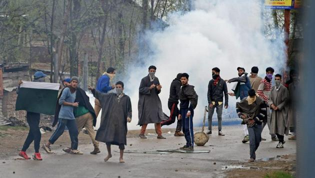 Budgam: A group of youth pelting stones on security forces during an anti-militant operation at village Durbugh in Chadoora area of central Kashmir's Budgam district on Tuesday.(PTI)