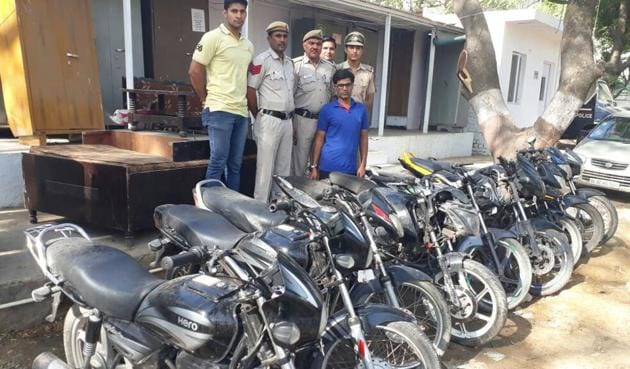 With Imran Khan's (in blue) arrest, Delhi Police claims to have solved 33 motorcycle theft cases reported in different parts of the Capital.