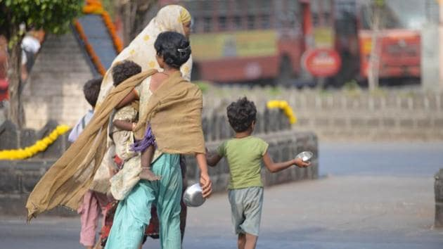 Laws allow the police to round up beggars without warrant and judges to confine them in government-run institutions for long or indefinite periods, in effect legitimising a hostile attitude towards a section of society.(Bachchan KumarHT File Photo)