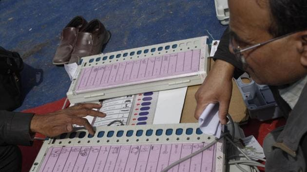 Polling officers check electronic voting machines (EVM) at a distribution centre in Noida ahead of the sixth phase of the UP assembly polls in February 2017.(Burhaan Kinu/HT File Photo)