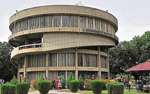 Chairpersons meeting cleared reservation for Scheduled Castes, Scheduled Tribes, Backward Castes and people with disabilities in PhD seats.(HT File Photo)