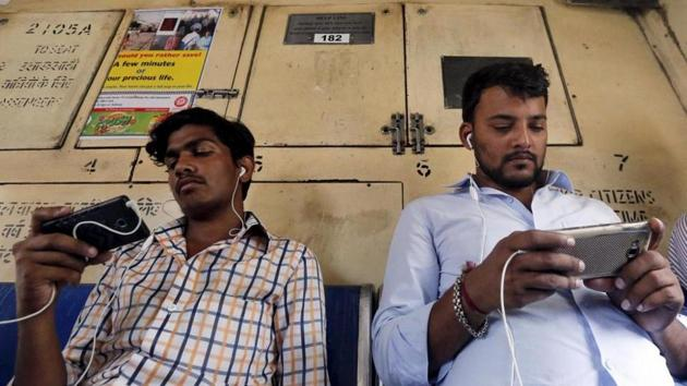 The Delhi-Kolkata rail route has the best mobile network coverage, according to a study conducted by a travel portal.(Reuters Representative Photo)