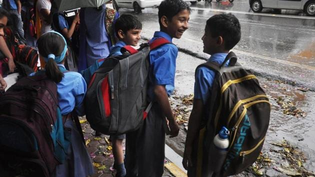 Parents have demanded reduction in weight of school bags in Uttarakhand on Wednesday.(Vinay Santosh Kumar/HT Photo)