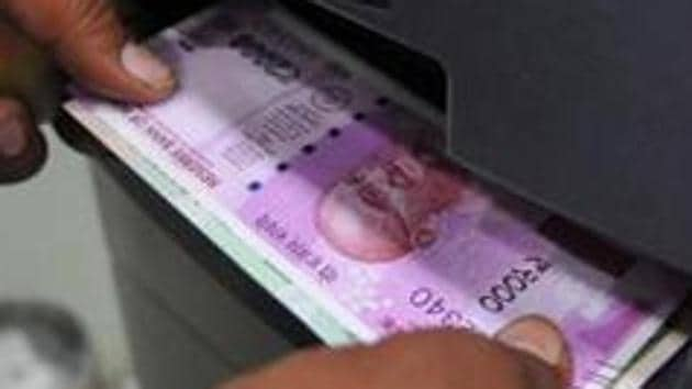 The government today clarified that there are no plans to demonetise the new Rs 2000 notes.(HT/ PHOTO)