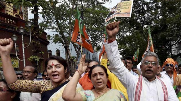 West Bengal BJP president Dilip Ghosh, Tollywood actress and BJP leader Locket Chaterjee and other workers protest against the West Bengal government in Kolkata.(PTI File Photo)