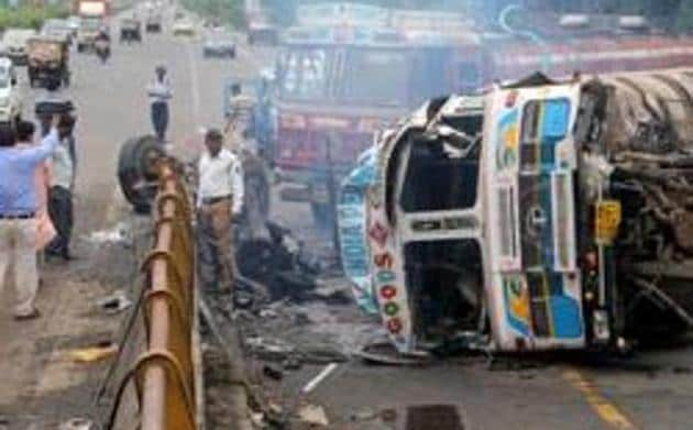 A good Samaritan shall not be liable for any civil or criminal action for any injury or death of a road accident victim that resulted with his or her negligence in acting or failing to act while rendering emergency medical or non-medical care or assistance, says 'The Maharashtra Transport and Roads Safety Act'.(HT)