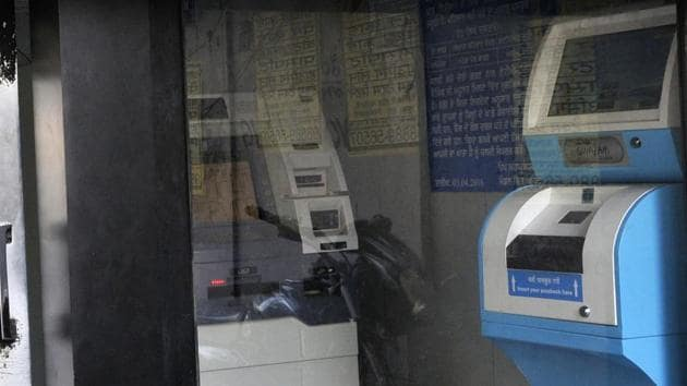 RBI is likely to circulate Rs 200 banknotes through banks, not ATMs.(HT File Photo)