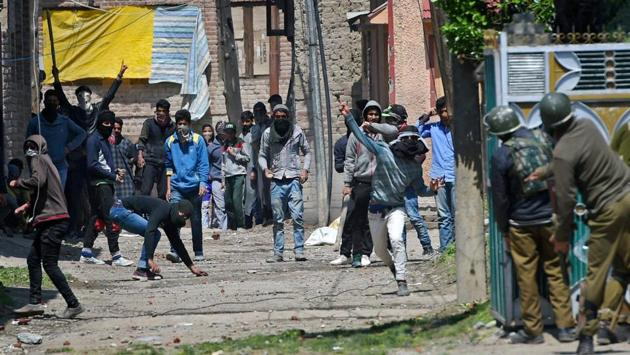 Srinagar: Youths throw stones on Security forces during clashes in Srinagar on Sunday. Four civilians where killed and more than two dozens were injured during the clashes.(PTI Photo)