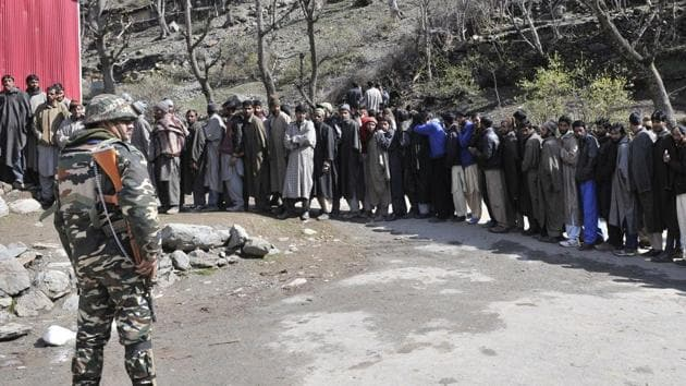 Members of Gujjar community stand in line as they wait their turn to cast their vote outside a polling station in Baba Nagri area in Kangan, some 50 km from Srinagar.(Waseem Andrabi/ Hindustan Times)