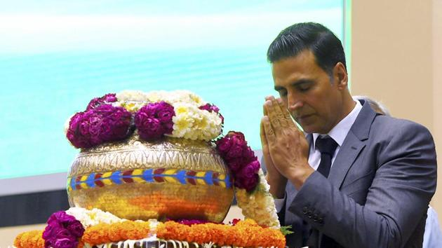 """Akshay Kumar paying tribute to sacred soil of Sardar Post during the launch of web portal and mobile application """"Bharat Ke Veer"""" during 'Shaurya Diwas' celebration at Vigyan Bhawan in New Delhi on Sunday.(PTI)"""