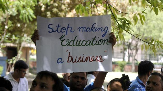 Parents protesting against fee hike in private schools in Noida.(HT Photo)