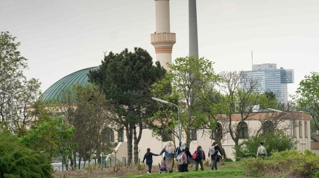 Muslim women with children walk towards a mosque at the Islam Centre of Vienna on April 14.(AFP Photo)