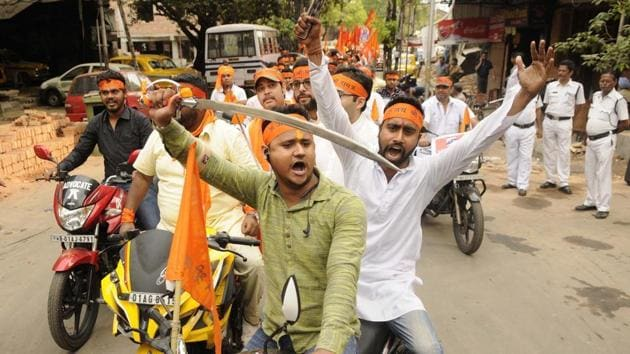 This Ram Navami procession with swords in Bhawanipore, the Assembly constituency of chief minister Mamata Banerjee, has come to represent the face of Hindutva championed by BJP as it prepares to challenge Bengal's ruling party in the run-up to the 2019 Lok Sabha polls.(HT Photo)