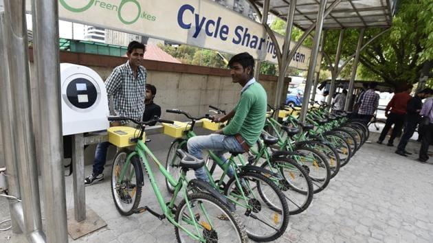 A public bicycle sharing facility outside Barakhamba Metro Station, in New Delhi.(Burhaan Kinu/HT Photo)