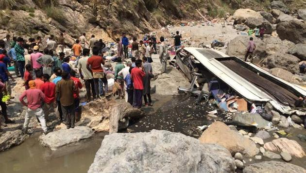 A bus carrying around 50 passengers plunged into the Tons river in Himachal Pradesh, killing 45 on board.(HT Photo)