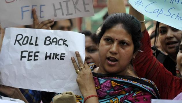 The group of parents from The Shriram Millennium School have joined the ongoing protest of others across Delhi-NCR against fee hike by private schools.(Sunil Ghosh /HT Photo)