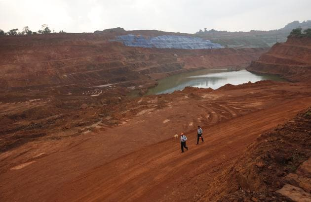 Guards at one of the mines in Goa after an interim order to stop mining. Environmentalists suggest that the Supreme Court's judgment has opened the doors for recovering similar penalties from mine owners who've illegally mined iron ore in Goa.(Vijayananda Gupta/ HT File Photo)