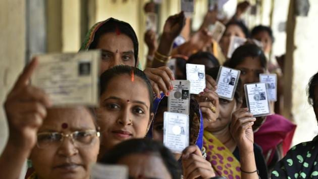 Voters queue up to vote in the municipal corporation election on Sunday.(Raj K Raj/HT PHOTO)