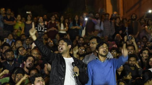 Kanhaiya Kumar addresses JNU students after his release in New Delhi on March 3, 2016.(Hindustan Times)