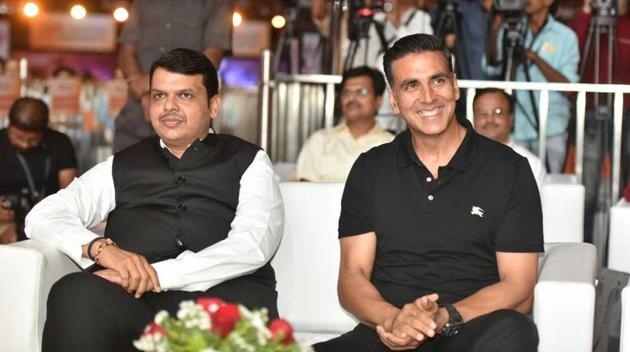 Chief minister Devendra Fadnavis (left) and Bollywood actor Akshay Kumar at the Transform Maharashtra initiative in Worli on Monday.(Pratham Gokhale)