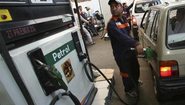 Delhi Consumer Affairs Minister Imran Hussain on Monday ordered a crackdown on petrol pumps duping consumers by supplying lower quantity fuel.(Reuters File Photo)