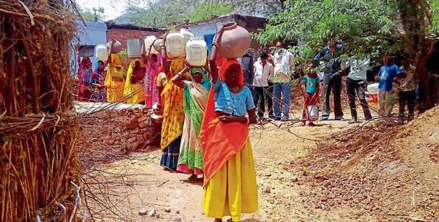 Women protest water shortage in Bharatpur on Monday.(HT Photo)