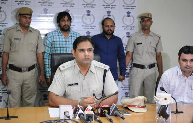 DCP crime Sumit Kuhar addresses a press conference on Monday after arresting the two accused in the murder case in Gurgaon.(Parveen Kumar/HT PHOTO)