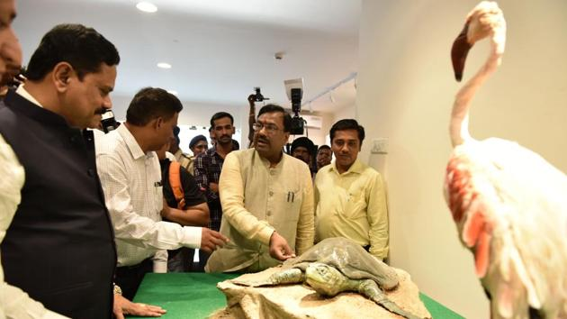 (From left) Member of Parliament Rajan Vichare, chief conservator of forests N Vasudevan and forest minister Sudhir Mungantiwar inaugurate the Coastal and Marine Biodiversity Centre at Airoli on Sunday.(Bachchan Kumar)