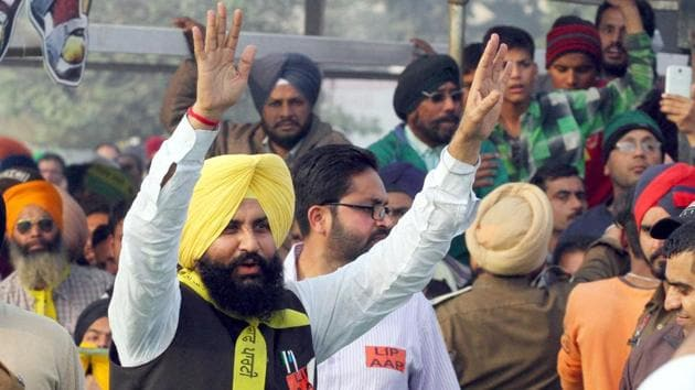 Simarjeet Singh Bains of Lok Insaaf Party campaigning during Vidhan Sabha elections.(HT File Photo)
