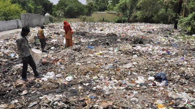 Illegal dumping ground in Saini Mohalla in Pinjore.(Sant Arora/HT Photo)