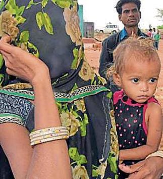 A malnourished child with mother in Baran.(HT Photo)