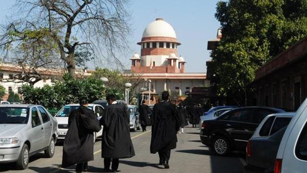 Two days after the Bombay high court (HC) called a special hearing on a Sunday and stayed the government resolution (GR) reserving 67.5% postgraduate (PG) seats to students domiciled in Maharashtra, the state filed a petition in the Supreme Court (SC) challenging the stay.(HT file photo)