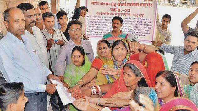 Local women in Barmer during a protest against a wine shop near a girls' school, in Barmer. Parents have demanded that the shop be shut down.(HT PHOTO)
