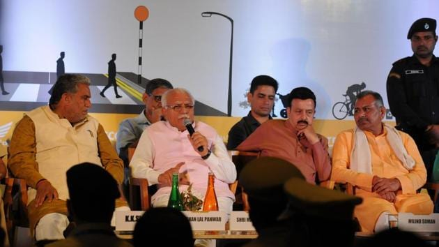 The forum undertook discussions pertaining not only to the methods of avoiding accidents but also about how people should take responsibility of these road accidents.(Parveen Kumar/HT)