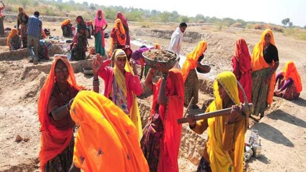 Several Jharkhand MNREGA workers have returned Rs 1 that the Centre has increased in their wages to Prime Minister and state chief minister.(HT File Photo for representational purpose)