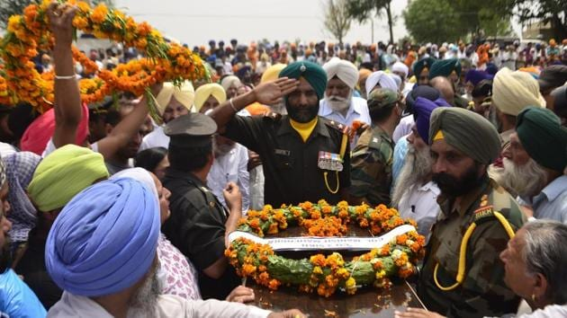 The Indian security establishment sees a link between the attack, in which two soldiers were beheaded, and the visit by Pakistan Army Chief Gen Qamar Bajwa to the LoC a day before.(Sameer Sehgal/Hindustan Times)