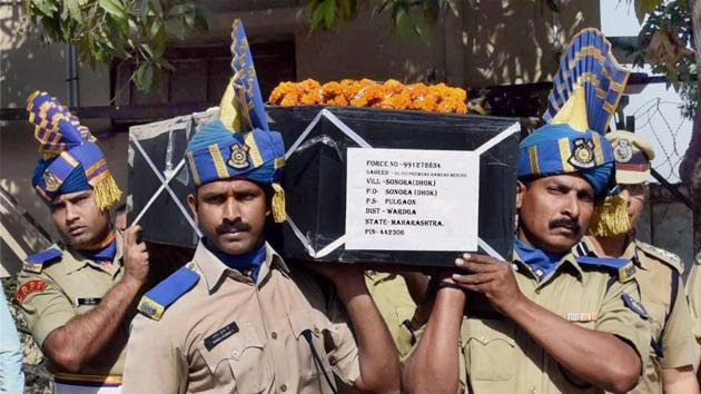 Nagpur: CRPF jawans carrying the coffin of H C Premdas Mendhe, killed in an ambush by Naxals in Sukma district of Chhattisgarh.(PTI)