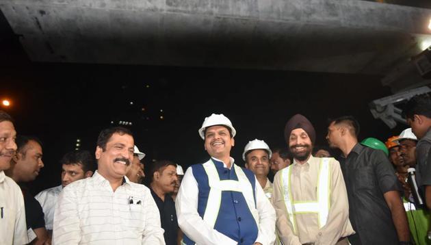 Devendra Fadnavis launches the first 'U' girder on a metro corridor in Mumbai.(Pratham Gokhale/HT Photo)