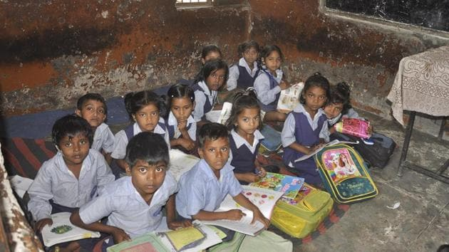 Students sit on torn, rugged mats at Government Primary School, Mauli Jagran.(Sant Arora/HT Photo)