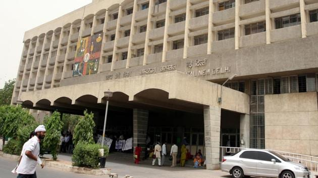 The Safdarjung Hospital is in the process of buying a robot at an estimated cost of Rs 18 crore to carry out surgeries.(HT File Photo)